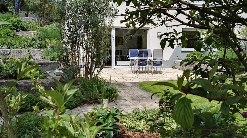 Schöne ruhige 2 Zimmer Wohnung in der Natur - Glashütten - Apartemen