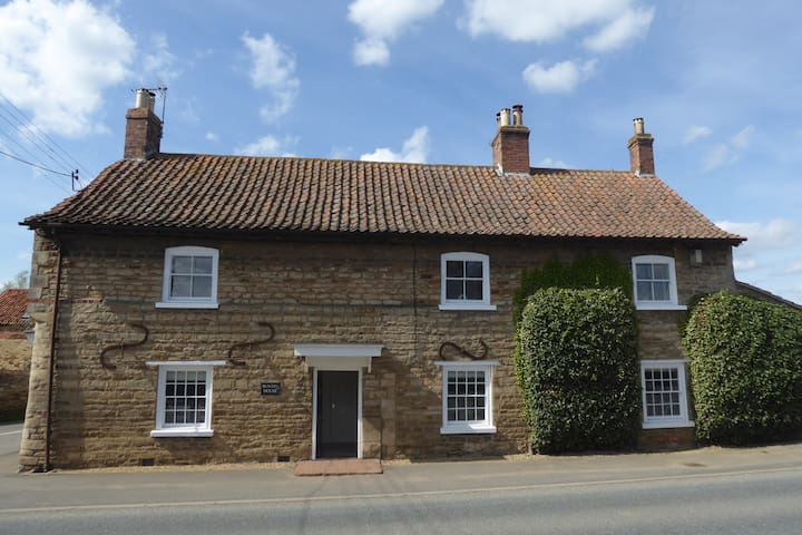 Buntin House Bed & Breakfast  - Lowry Room - Lincolnshire - Bed & Breakfast