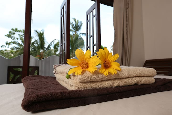 Summer Valley Boutique Villa - Unawatuna - Bed & Breakfast