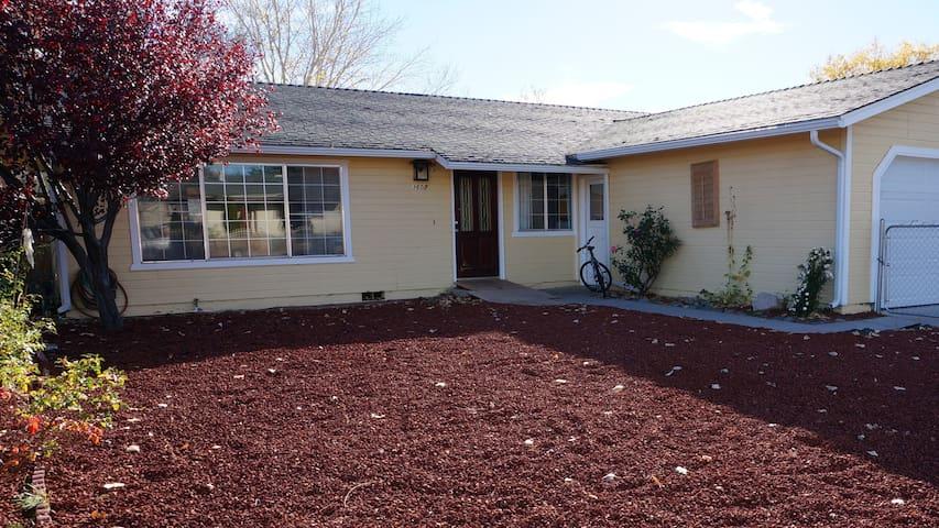 D1 - Spacious and Modern 3BR/2 Bathrm House - Carson City