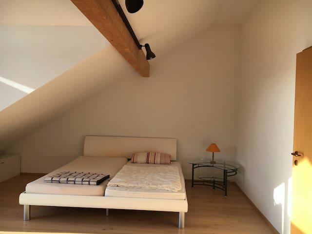 Großes Zimmer,3 Gehmin. zum Bahnhof - Kaufering - Stadswoning