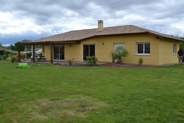 Maison contemporaine à la campagne - Gousse - Hus