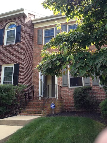 Quiet 3BD Townhome for Papal Visit - Royersford - Casa