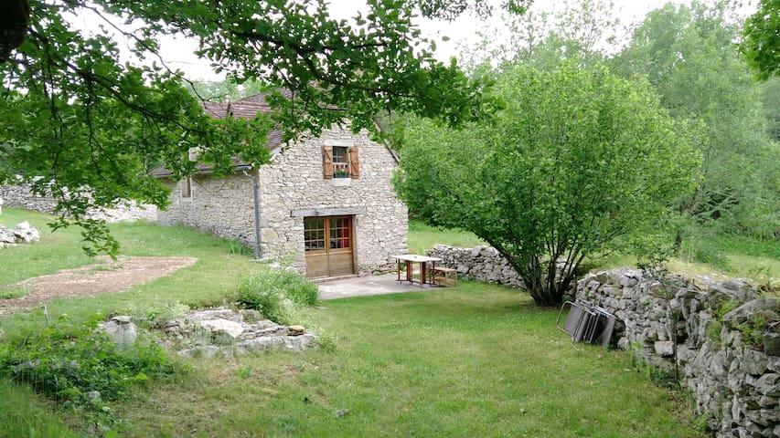 Ressourcement dans l'ancienne bergerie - Saint-Chels - Hus
