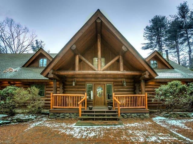 Beautiful Log Cabin - Glen Spey - Blockhütte