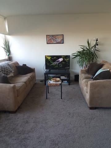 Quiet, Sunny Apartment along Cooper River - Pennsauken Township - Departamento