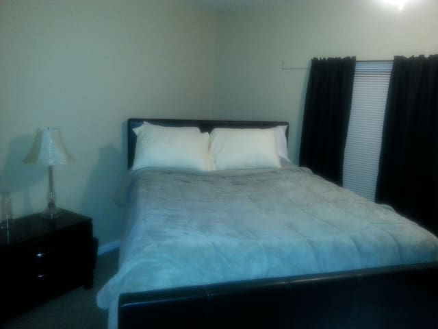 Private Guest Room - Longmont