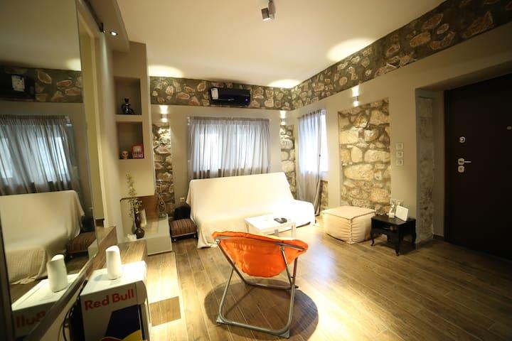 Unique stone made apartment with private backyard! - Alimos - Huoneisto