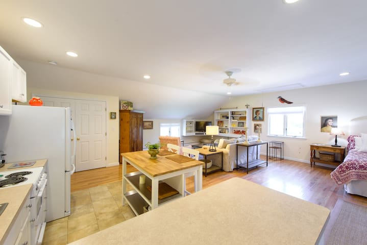 Sunny Studio on Martha's Vineyard - Oak Bluffs - Departamento