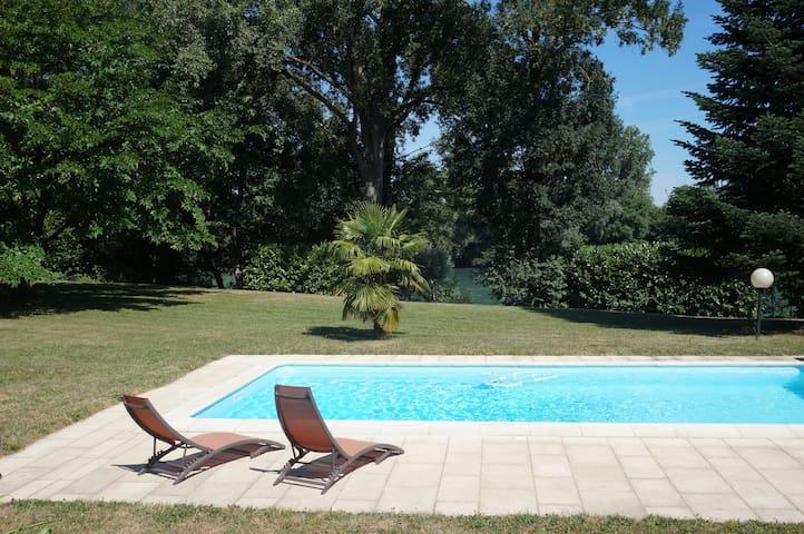 Petit coin de paradis proche Lyon - Chavanoz - Villa