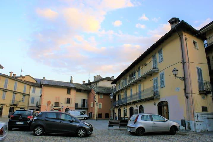 Casa in centro storico. - Varallo - Leilighet