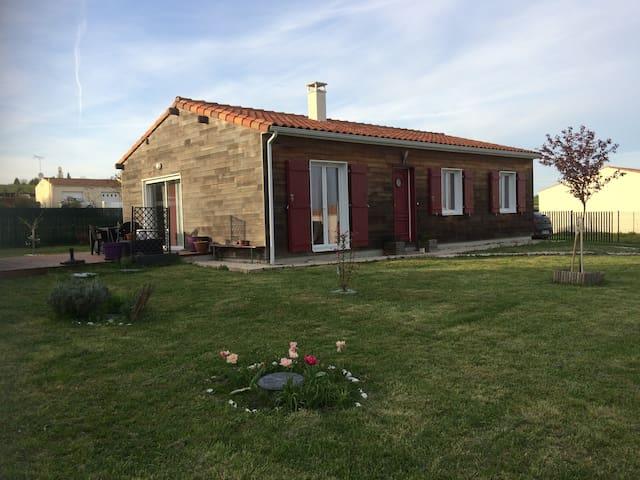Maison de vacances en bois - La Jard - Hus