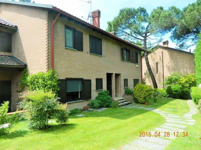 Nice house 15 min. to Milan - Vizzolo Predabissi - Ev