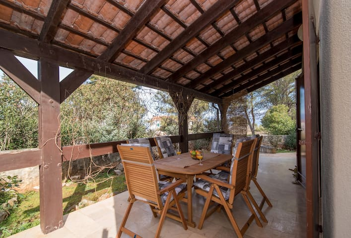 Lazy Mornings-3Bedroom House with Covered Terrace - Mirca - Casa
