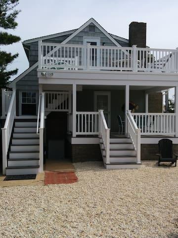 Charming Ocean-side Beach Cottage - Beach Haven - Rumah