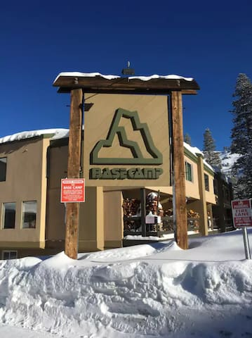 Modern, well appointed Ski In/Out. Basecamp#10 - Kirkwood