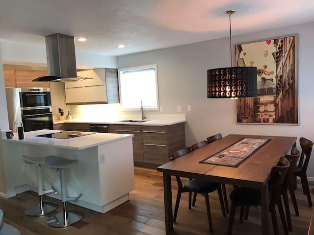 Modern home in top location w/ open floor concept - Corvallis