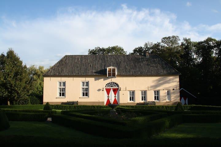 Coachhouse Heukelum Castle - Heukelum - Slott