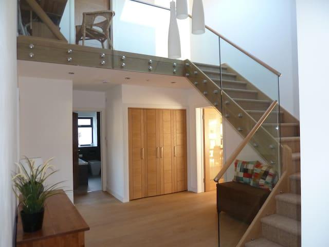 Recently Renovated 2 Rooms/1 Bathroom - Penarth - Bed & Breakfast