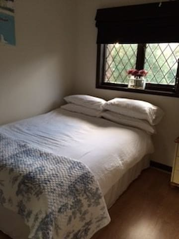 Comfortable double room - Crowthorne - Hus