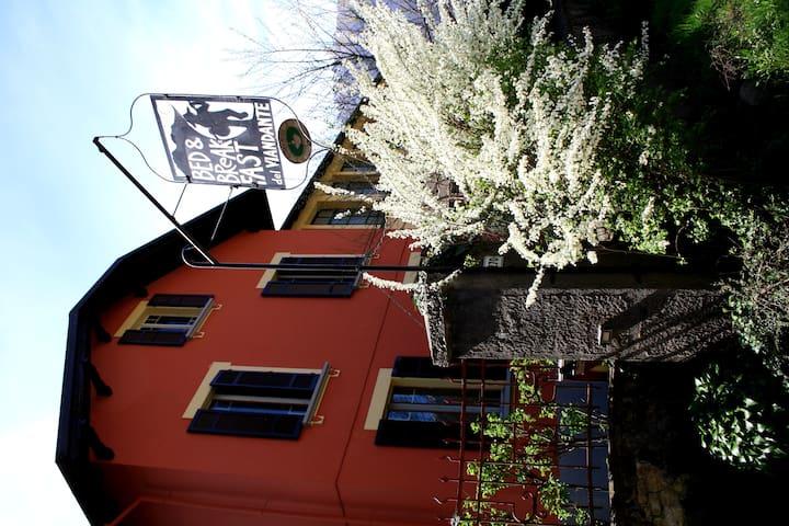 Casa indipendente con giardino - Vogogna - Bed & Breakfast
