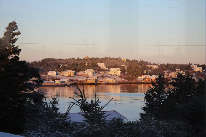 Home in the Harbour: Full House - Ketch Harbour