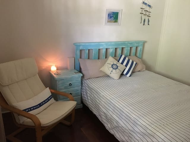 Rustic Cottage, Walk To The Ocean - Swanbourne