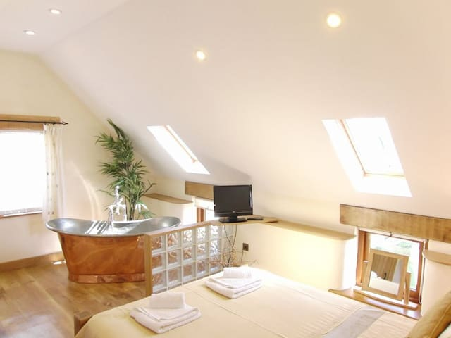 Corn Keep - self catering apartment with copper bath, balcony and sea views - Bude - Appartement