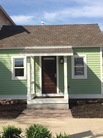 Cozy NewBo Historical Herda House - Cedar Rapids - Dom