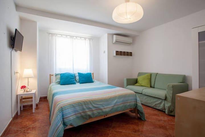 RBA:DOUBLE ROOM @ Bed&Breakfast, WIFI+POOL - Torrent