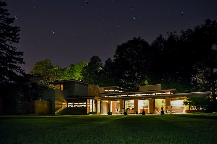 Frank Lloyd Wright's Schwartz House/Still Bend - Two Rivers