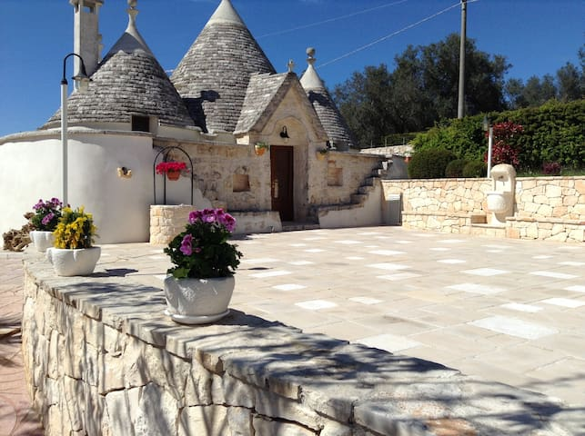 Trullo Casa Carucci with Pool - Ceglie Messapica  - Hus