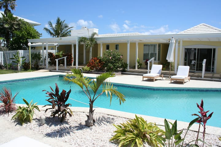 Direct Oceanfront Charming Cottage w/ Heated Pool - Melbourne Beach - Talo