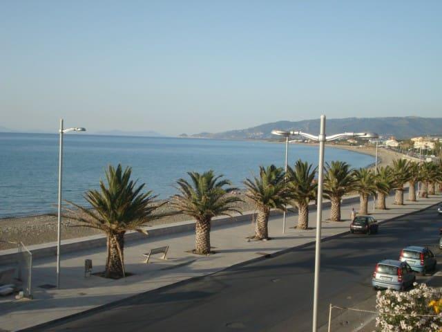 casa vacanza poco distante dal mare - Sant'Agata di Militello - Apartament