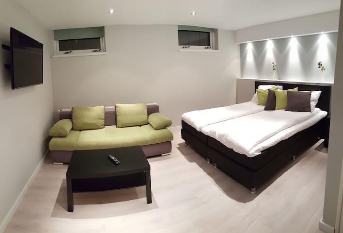 Luxury private rooms near Amsterdam - Westzaan - Villa