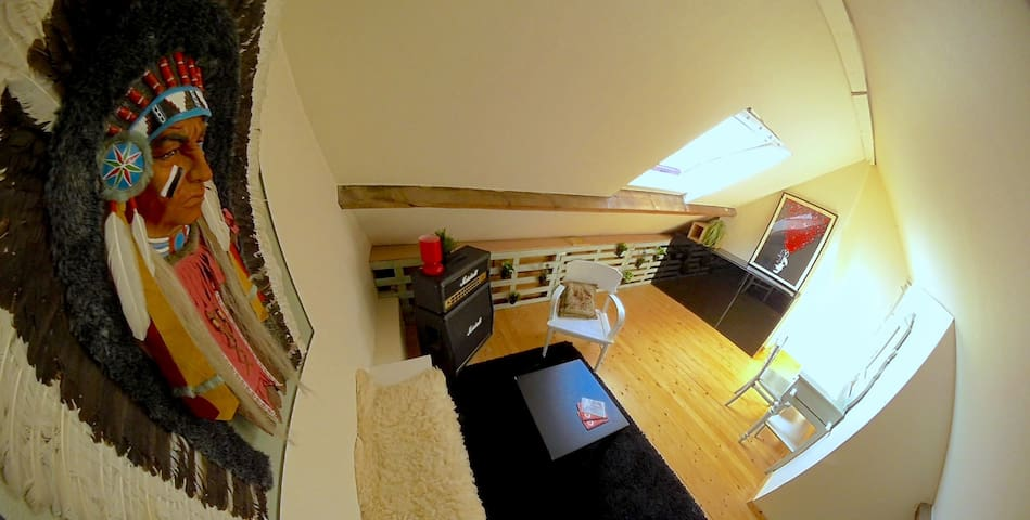 Cosy attic bedroom + 2 bikes and breakfast - Gent