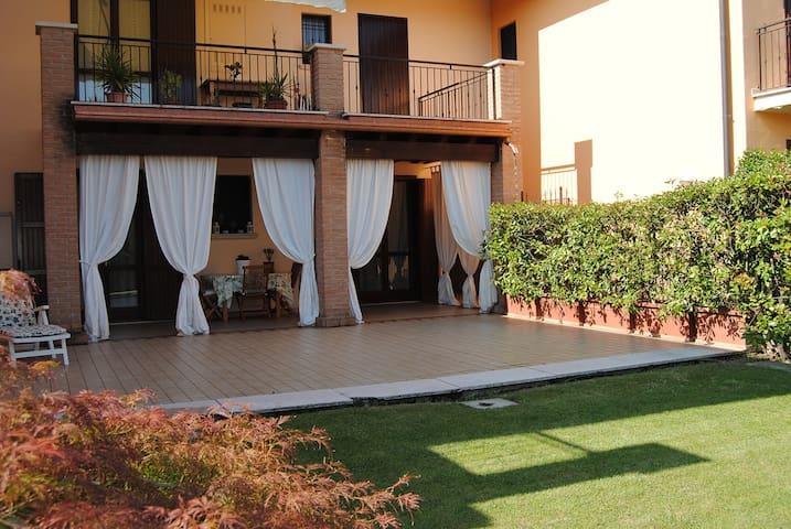 Bilocale con ampio portico e giardino - Castel Mella - Daire