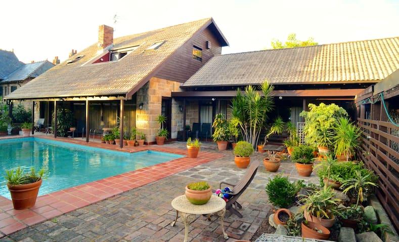 Gorgeous Sandstone House - Centennial Park