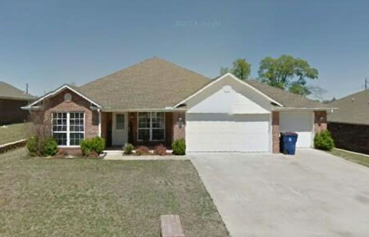Quiet home in subdivision - Fort Smith