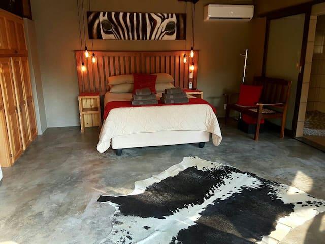 Luxurious and tranquil Zebra Suite - Nelspruit - Lägenhet