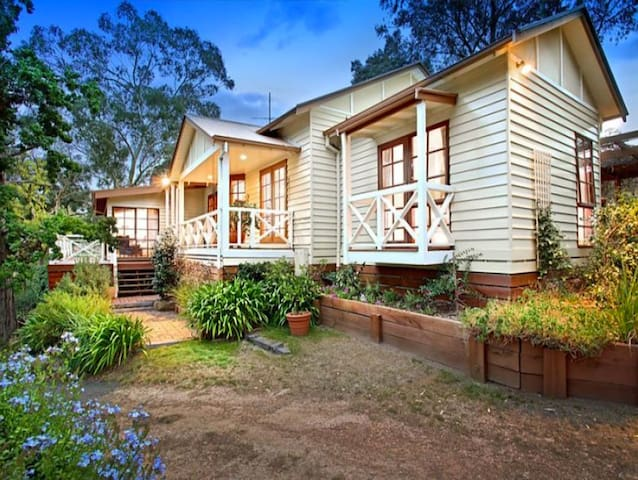 Picturesque 10acre homestead - Family Farmstay - Kangaroo Ground - Huis