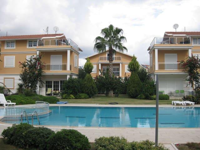 Golf City Villa Nr.5, private swim. pool. - Kadriye Belediyesi - Hus