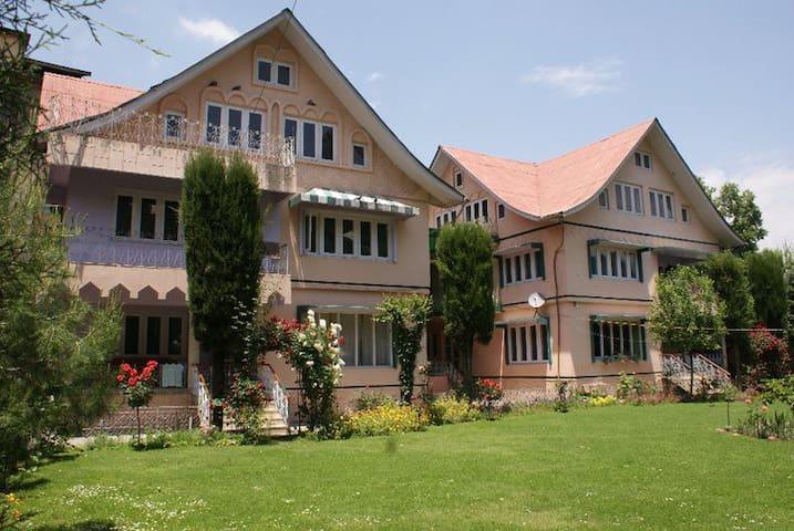 Rooms Near Dal Lake - Srinagar - Casa