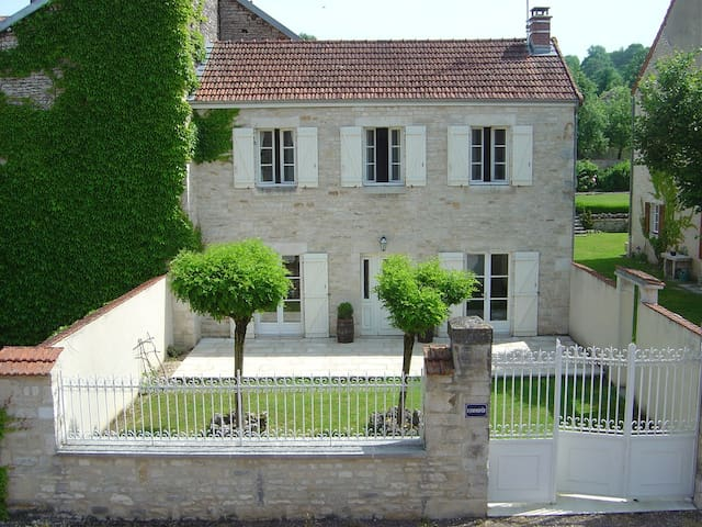 House for 5/6 in rural France - Aubepierre-sur-Aube - Huis