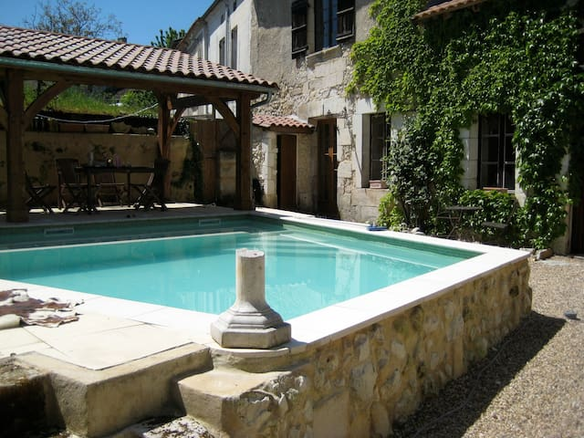 Lovely Centre-ville 2 bed with pool - Tocane-Saint-Apre - Huis