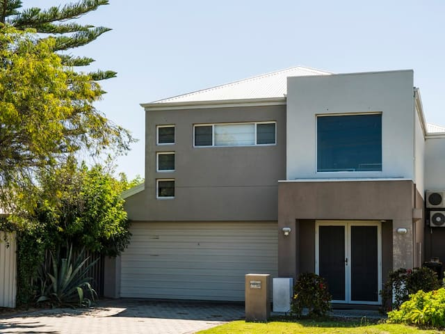 202 is an amazing home only 300m to the beach - Rockingham - Daire