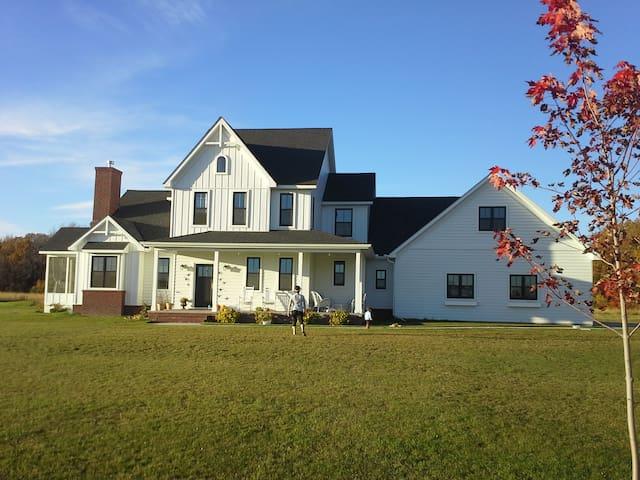 Modern Farmhouse on 30 acres - Foley