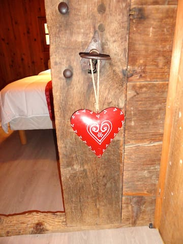 A genuine ''Mazot'' welcome you - Saint-André-de-Boëge - Chalet