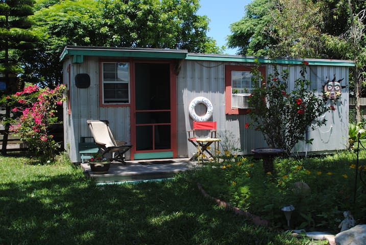 Tin Cottage by the Sea - Port Aransas - Cabane