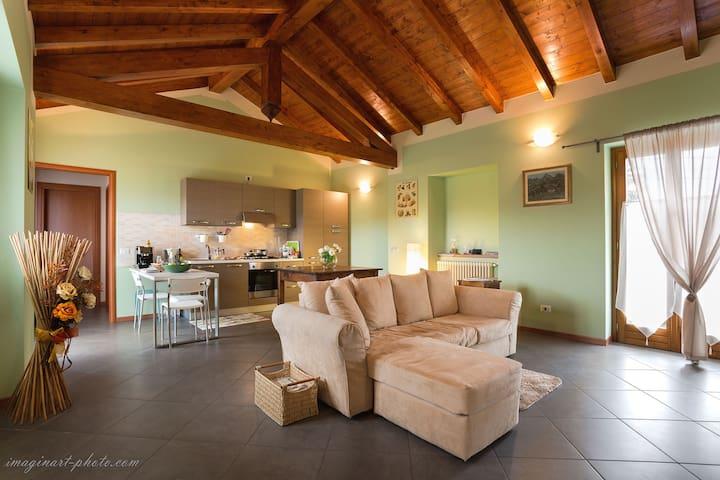 La Casa di Via Pariani - Armeno - Appartamento
